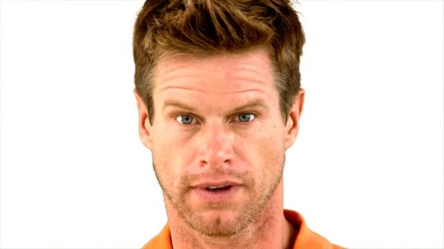vídeos de stock e filmes b-roll de homem mostrando sua admiração no fundo branco - sobrancelha