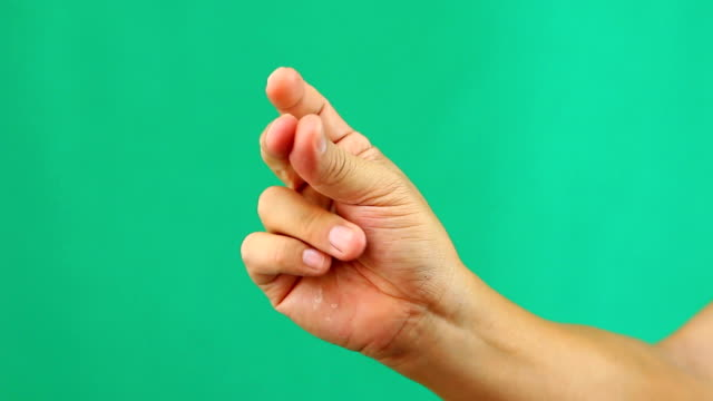 man snapping fingers with green screen - mordere video stock e b–roll