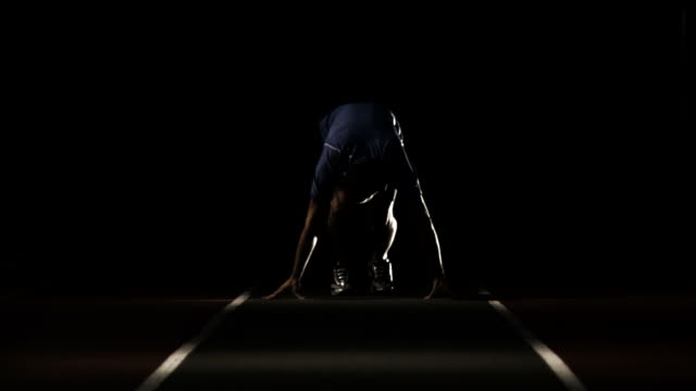 man スプリントの開始からライン - 陸上競技点の映像素材/bロール