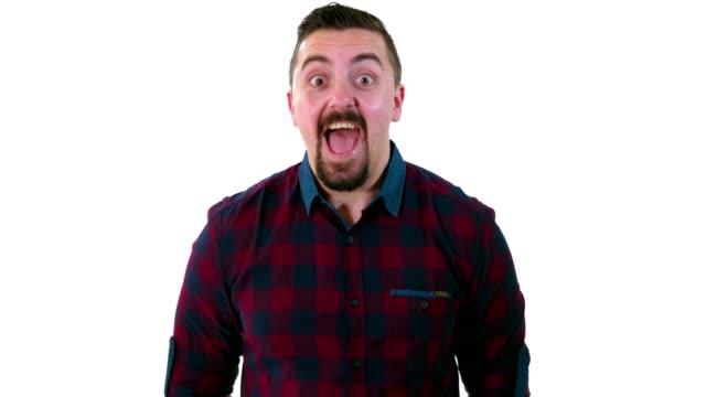ホワイト スタジオの背景の前に立って、幸せな表情を笑顔でカメラ目線を男します。 - キラキラ 白背景点の映像素材/bロール