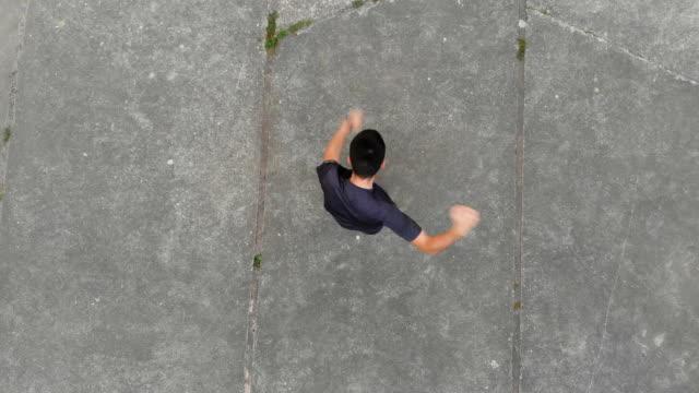 man stretching in the local park - rozgrzewka filmów i materiałów b-roll