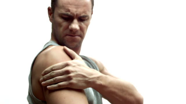 stockvideo's en b-roll-footage met hd: man suffering arm pain - schouder