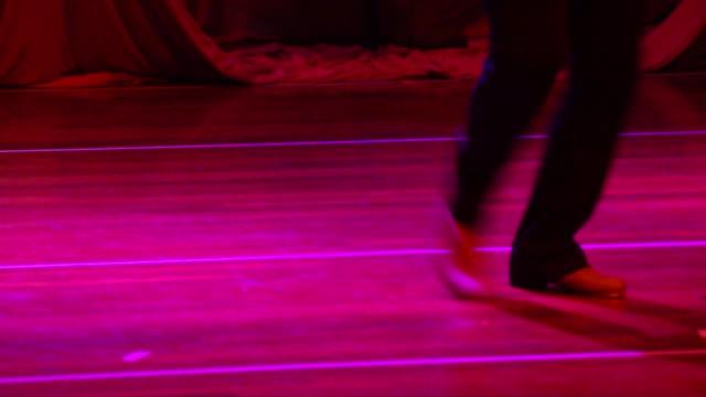 男タップダンス - スタイリッシュ点の映像素材/bロール