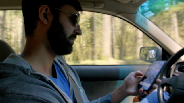 Man texts while driving video