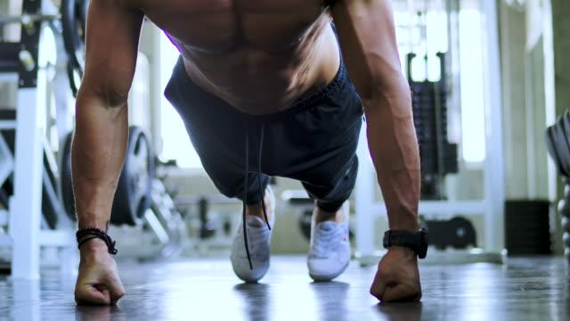 man training push up exercise in fitness club. - sacco per il pugilato video stock e b–roll
