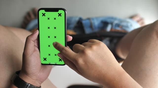 stockvideo's en b-roll-footage met man met mobiele telefoon met groen scherm in toilet - cell phone toilet