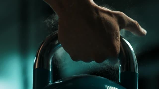 Man using the kettlebell