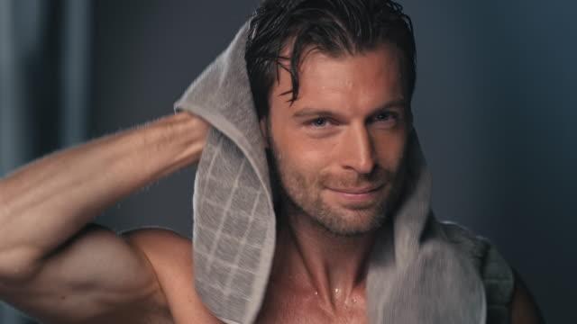 man using towel - prendersi cura del corpo video stock e b–roll