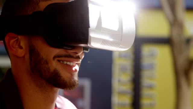 man använder virtuell verklighet headset 4k 4k - blazer bildbanksvideor och videomaterial från bakom kulisserna