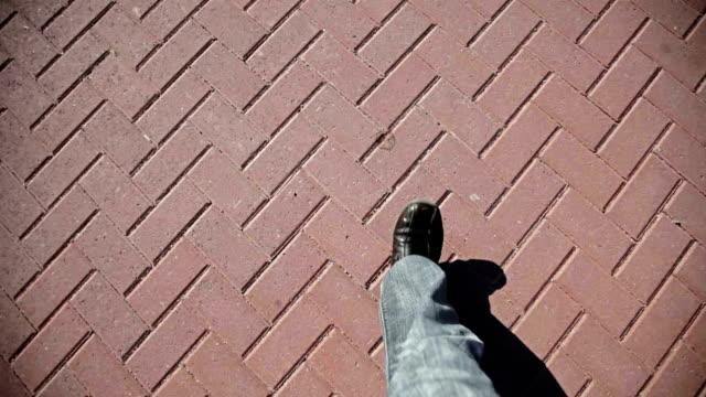 man walking on 舗道 - 主観視点点の映像素材/bロール