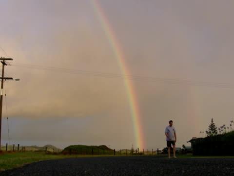 man walks from double rainbow - bir orta yetişkin erkek sadece stok videoları ve detay görüntü çekimi