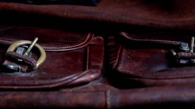 man wipe leather bags - läder bildbanksvideor och videomaterial från bakom kulisserna