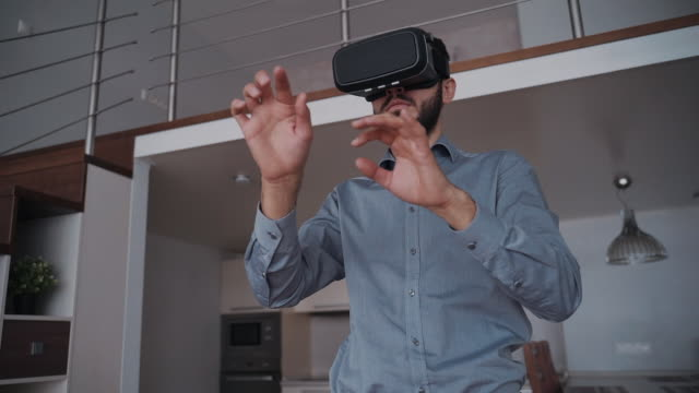 man with beard and 3d virtual glasses is standing by 360 view moving - ritratto 360 gradi video stock e b–roll