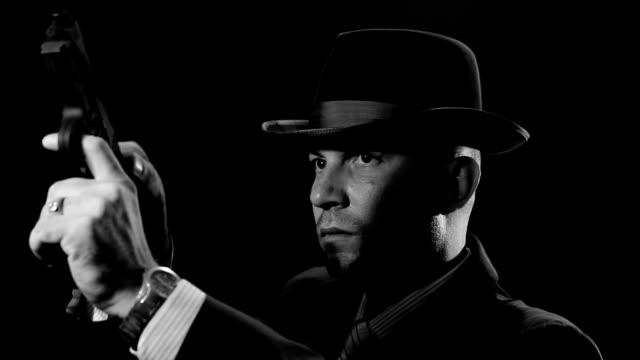 男性、山高帽 - スパイ点の映像素材/bロール