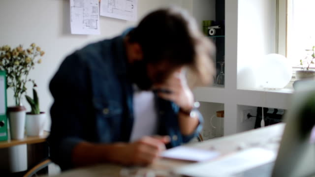 vídeos de stock e filmes b-roll de man with cold sneeze while working in his office - pneumonia