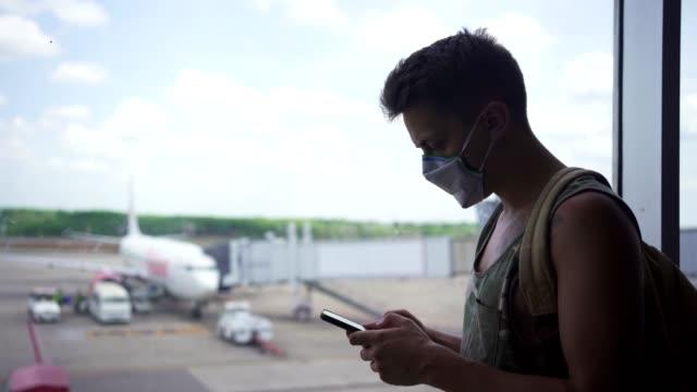 使用手機戴面具的人 - travel 個影片檔及 b 捲影像