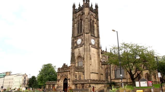 katedra manchester, wielka brytania - ludzka osada filmów i materiałów b-roll
