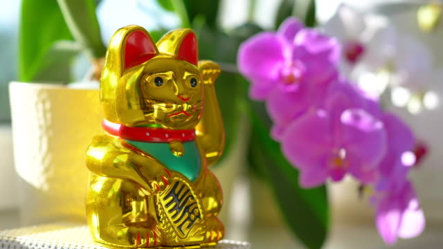 Maneki Neko - Chinese Cat Of Luck With A Waving Paw in 4K Slow motion 60fps Maneki Neko - Chinese Cat Of Luck With A Waving Paw in 4K Slow motion 60fps k icon stock videos & royalty-free footage