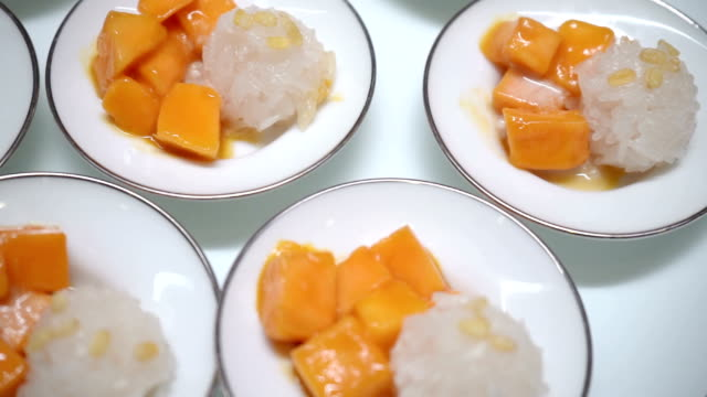 mango and sticky rice Sweet food popular in Thailand