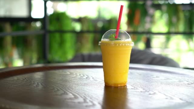 mango smoothies glass - vídeo