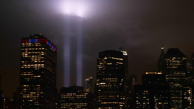 vídeos de stock e filmes b-roll de manhattan memorial panoramic view on towers of light 9/11 - setembro