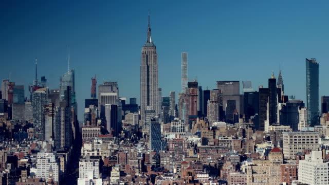 맨해튼 스카이 라인 보기 - 동작 정지 스톡 비디오 및 b-롤 화면