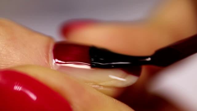 manikyr. rött nagellack - nagellack bildbanksvideor och videomaterial från bakom kulisserna
