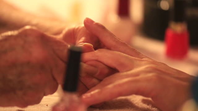 Manicure video