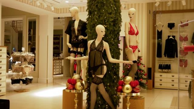 mannequin lingerie - modella negozio video stock e b–roll