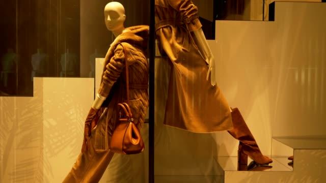 mannequin stairs - modella negozio video stock e b–roll
