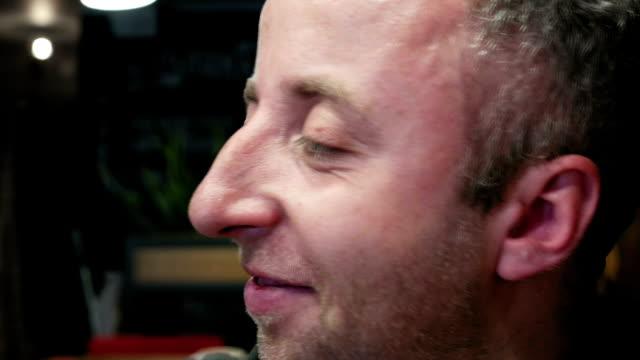 stockvideo's en b-roll-footage met iemands emotionele nauwe portret met ogen en neus - alleen één mid volwassen man