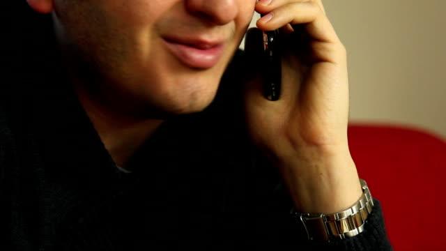 vídeos de stock e filmes b-roll de boca do homem a falar ao telemóvel - boca