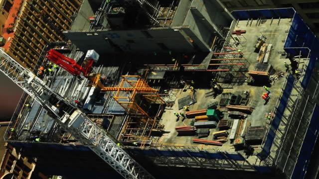 수동 근로자 구축하는 고층 건물 - 시드니 뉴사우스웨일스 스톡 비디오 및 b-롤 화면
