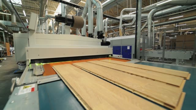 vídeos de stock e filmes b-roll de manufacture of flooring, parquet processing. - material de construção