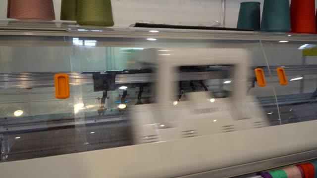 Manufacture of knitwear, modern flat Knitting Machine