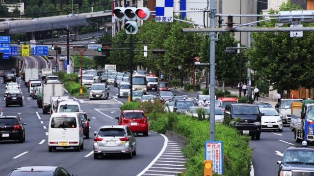 青山東京のビジネス街の通りの多くの車 - 渋滞点の映像素材/bロール