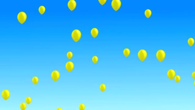 vídeos de stock, filmes e b-roll de muitos balões coloridos que voam no ar. - amarelo