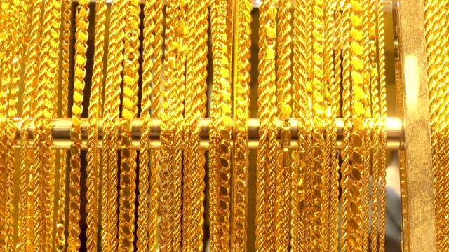 stockvideo's en b-roll-footage met vele verschillende gouden kettingen. - halsketting