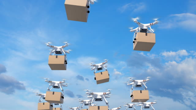 vídeos de stock e filmes b-roll de many drones flying in the clouds and delivering packages. looped 3d animation with green screen and alpha mask. frames 92-195 are loop-able. modern delivery concept. - entregar