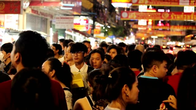 many people at the china town at yaowarat road, bangkok thailand - ночной рынок стоковые видео и кадры b-roll