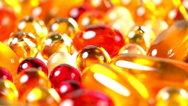 stockvideo's en b-roll-footage met vele pillen en vitaminen van verschillende kleuren - doordrukstrip