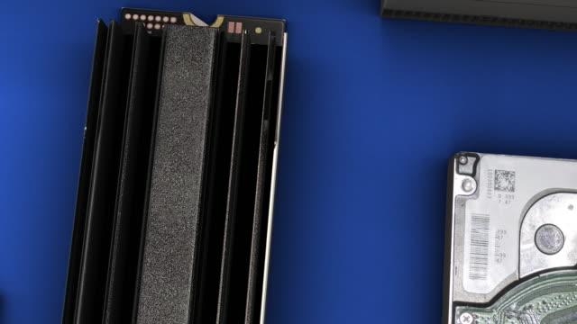 多くのssd-hd - ズームアウト - 青の背景 - バックアップ点の映像素材/bロール