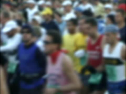 marathon runners background 2 - 10 saniyeden daha kısa stok videoları ve detay görüntü çekimi