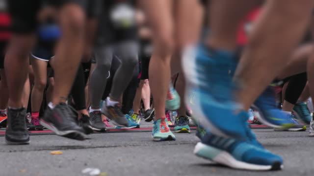 maraton başlangıç satırı - başlama çizgisi stok videoları ve detay görüntü çekimi