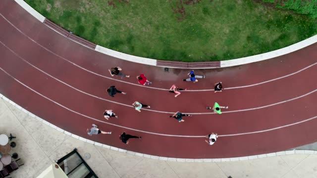 maraton takım eğitim - pist stok videoları ve detay görüntü çekimi