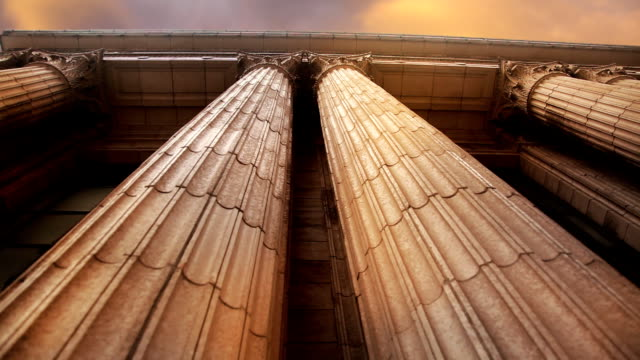 stockvideo's en b-roll-footage met marble columns pan left to right - bank financieel gebouw