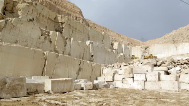 stockvideo's en b-roll-footage met marble quarry - marmer
