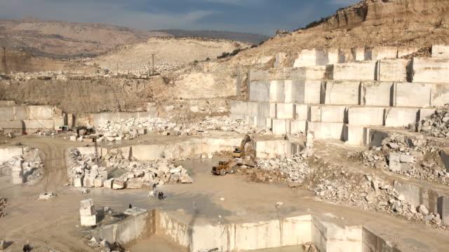 stockvideo's en b-roll-footage met marmeren quarry - marmer