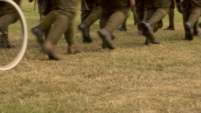 vidéos et rushes de défiler à la guerre - première guerre mondiale