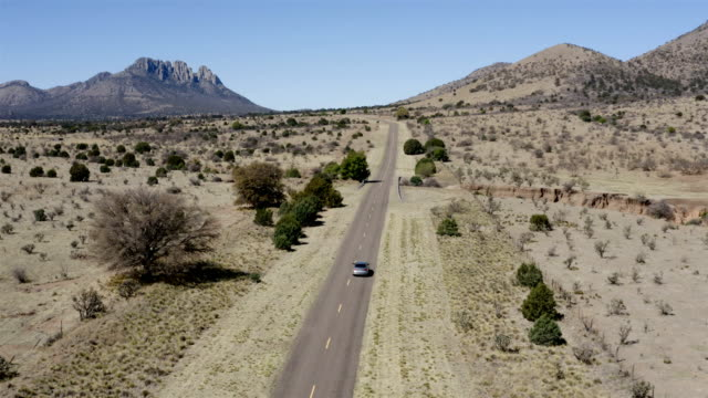 vídeos de stock e filmes b-roll de marfa and fort davis landscape aerial - rancho quinta